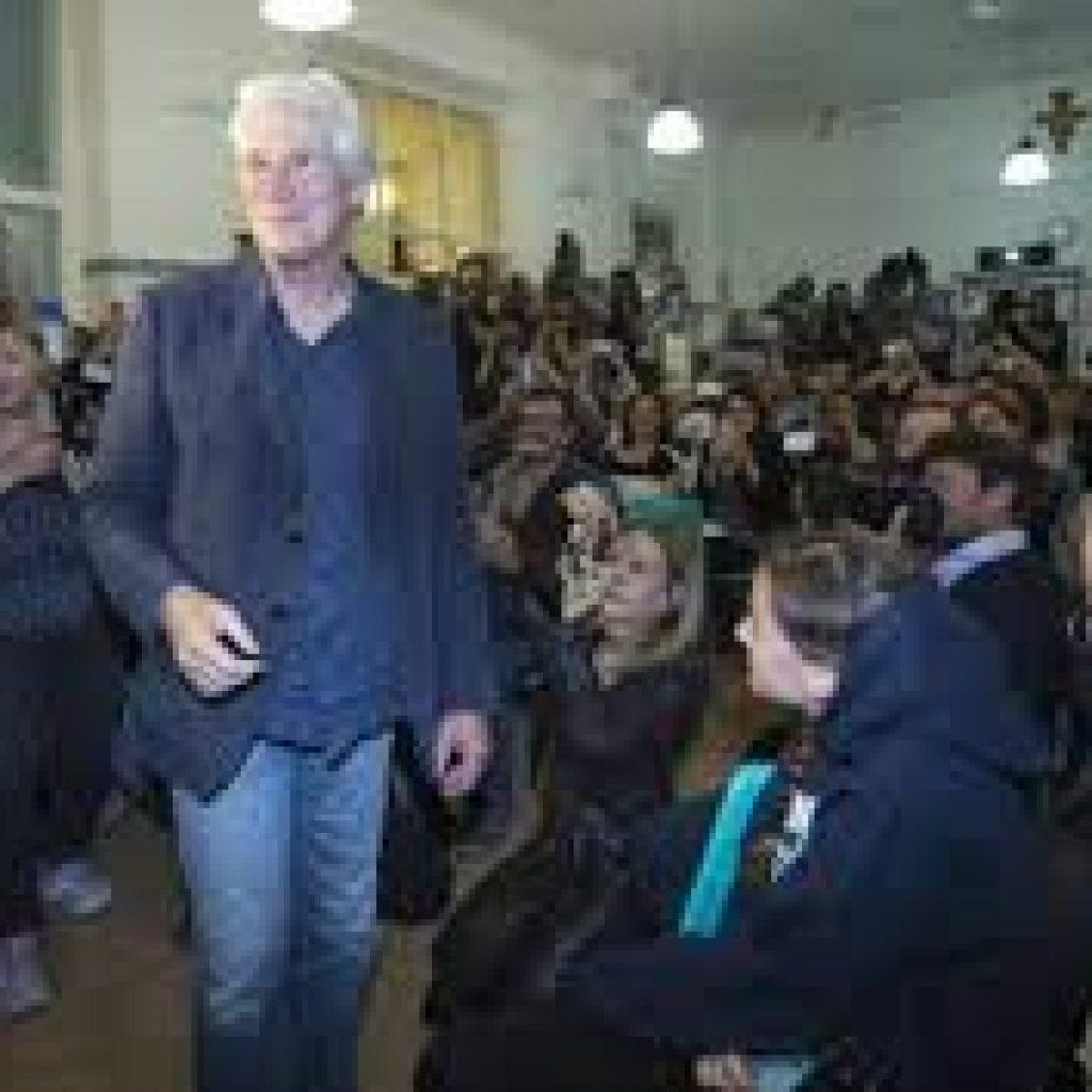 """Richard Gere ha scelto la comunità di Sant'Egidio per presentare """"Gli invisibili"""""""