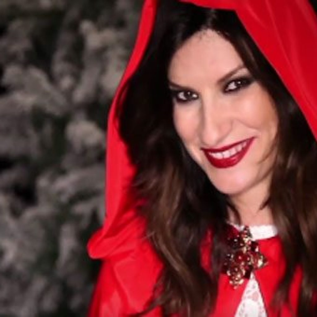 """Laura Pausini conquista la vetta delle classifiche con """"Laura Xmas"""""""