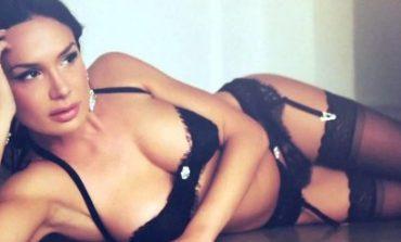 Nicole Minetti torna con le sue sensuali curve