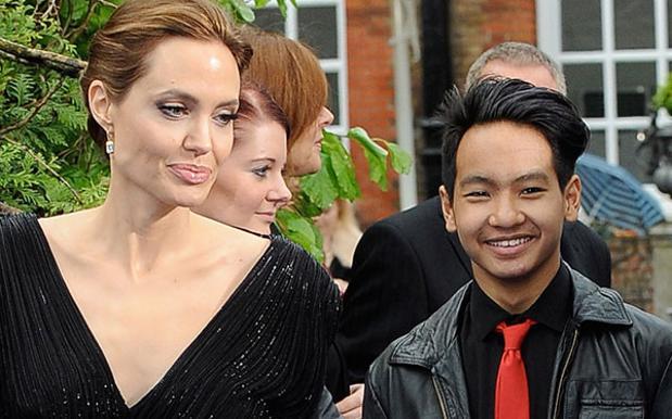 Angelina Jolie torna a farsi vedere dopo la separazione