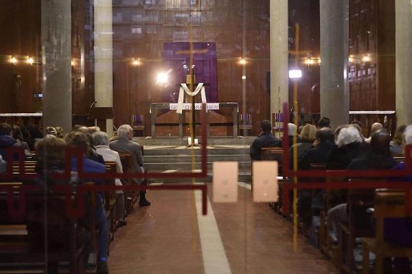 Dj Fabo, a Milano il ricordo in Chiesa con disco music