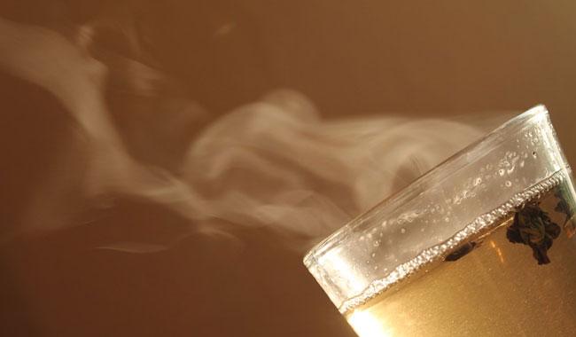 Bere acqua calda fa bene all'organismo