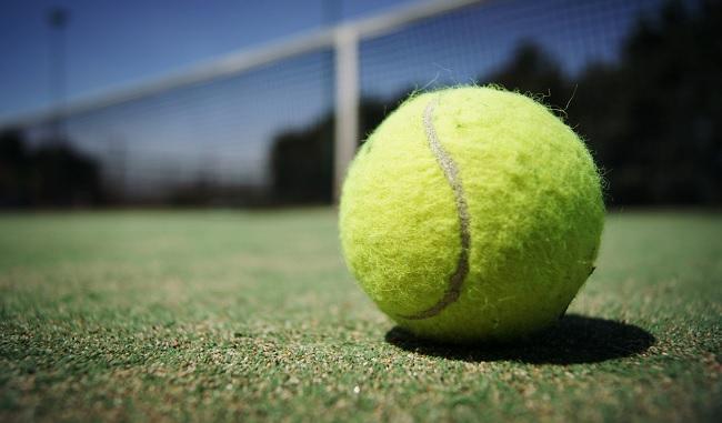 Mal di schiena, anche una pallina da tennis può aiutare a combatterlo