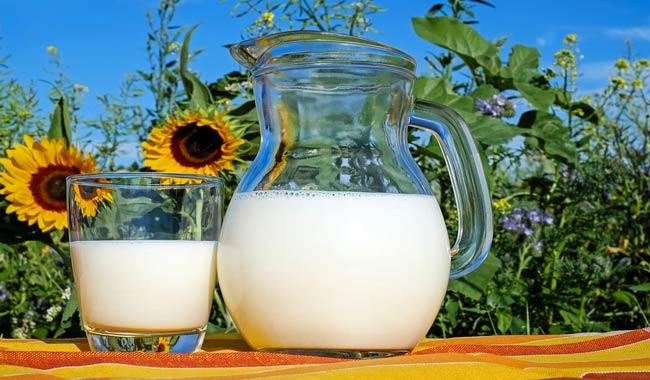 I 10 benefici del Golden Milk ottenuto dalla curcuma