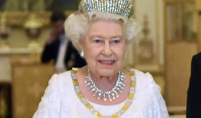 Regina Elisabetta ecco il perche onnipresente borsetta