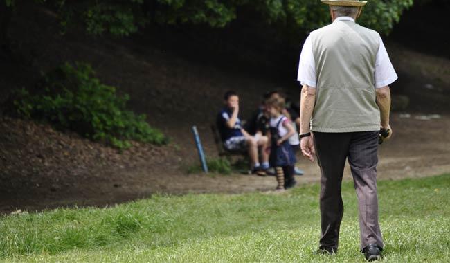 Depressione negli anziani si evidenzia da come si cammina