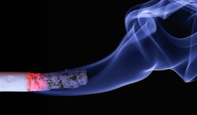 Fumo mette a serio rischio anche la vista