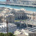 Genova, migrante 25 enne si lancia sotto un treno