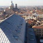 Padova, l'autista del pullman rovesciato aveva numerosi precedenti