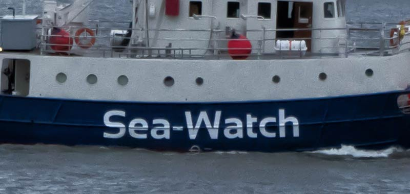 Sea Watch, i 40 migranti sbarcano e la capitana viene arrestata