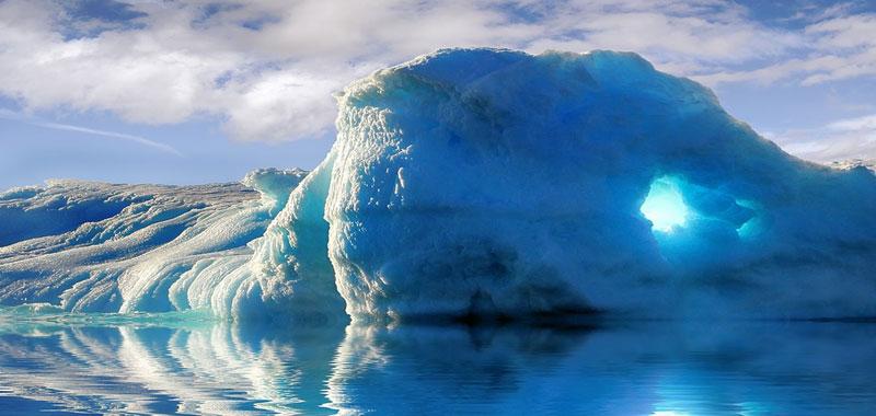 Iceberg grosse montagne di ghiaccio molto pericolose