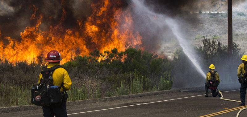 La California continua incessantemente a bruciare