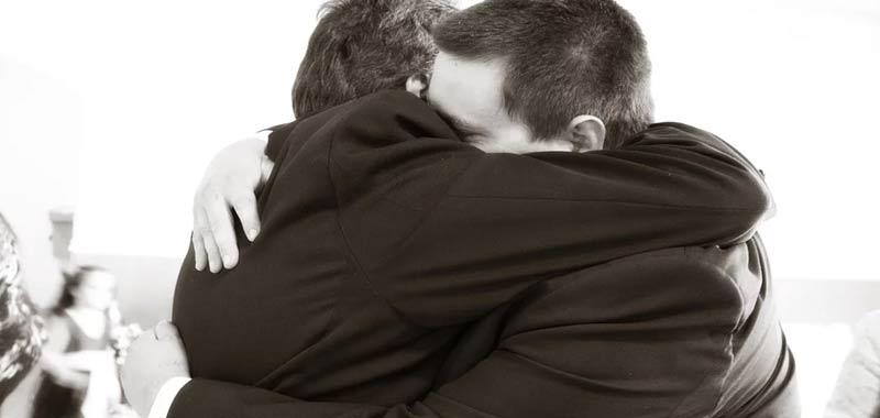 A-volte-un-abbraccio-vale-piu-di-mille-parole