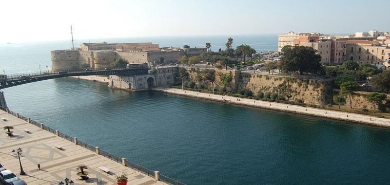 Taranto attraccata la Alan Kurdi con 88 migranti a bordo