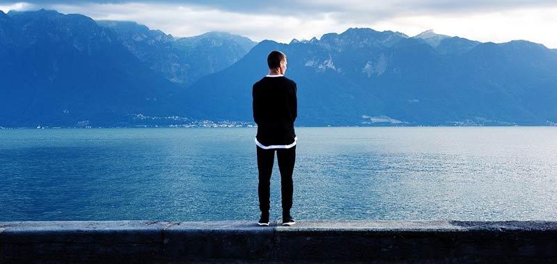 La solitudine legata all'aumento della popolazione anziana
