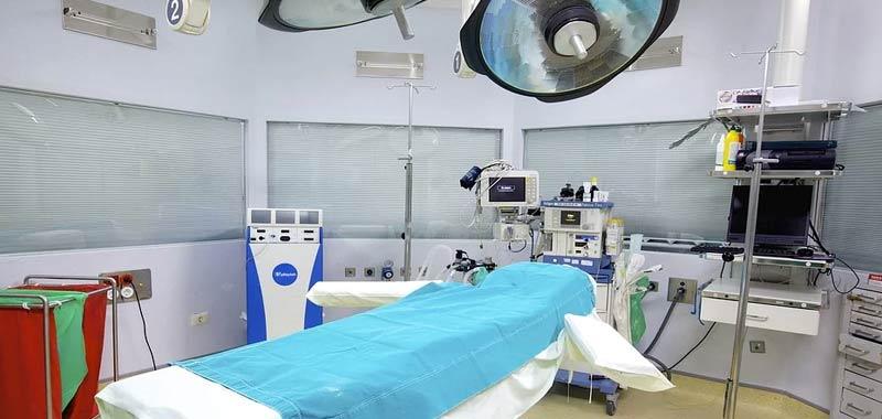 Brindisi follia in sala operatoria bloccata operazione