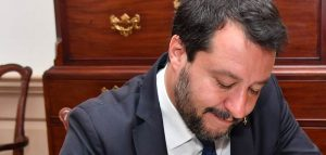 Matteo Salvini provoca proteste anche a Napoli