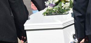 Cei la Chiesa ferma messe e persino funerali