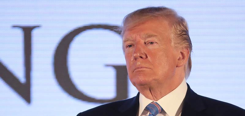 Donald Trump sparatoria durante una sua conferenza stampa