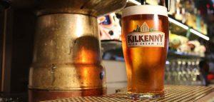 Leicester professore afferma giusto chiudere i pub