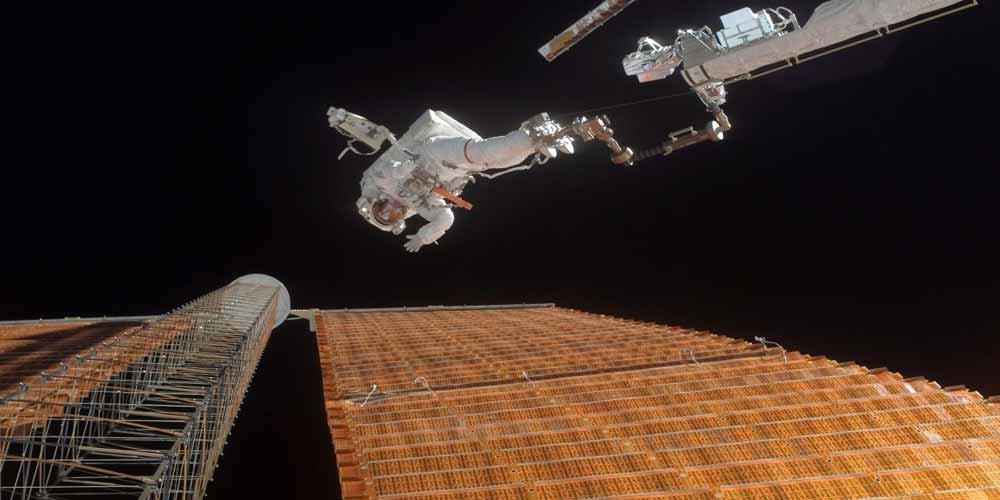 Pannelli solari lanciati nello spazio per creare elettricità