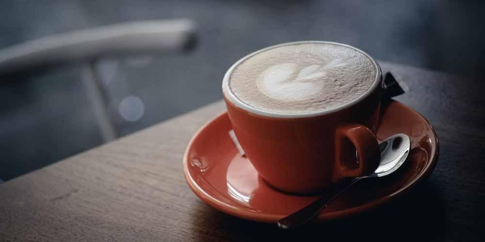 Caffè meglio del tè a colazione, lo dice la scienza