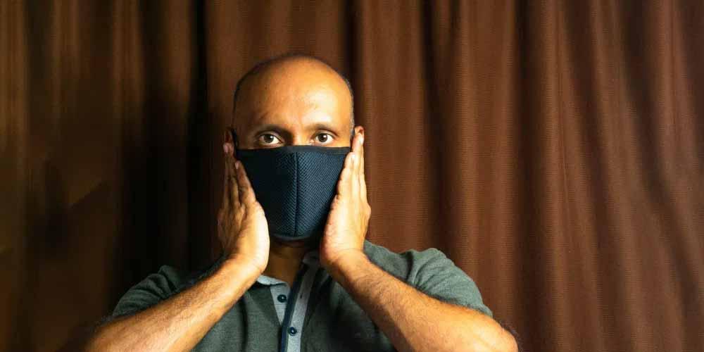 Covid-19, il virus infetta anche la bocca