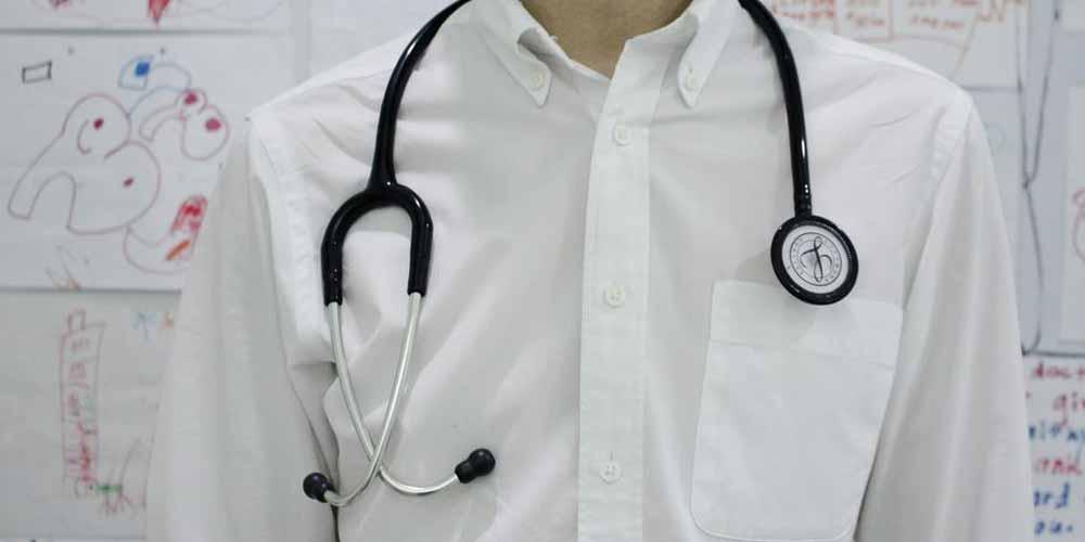 Dottore si rifiuta di chiuderle le tube e lei protesta sui social