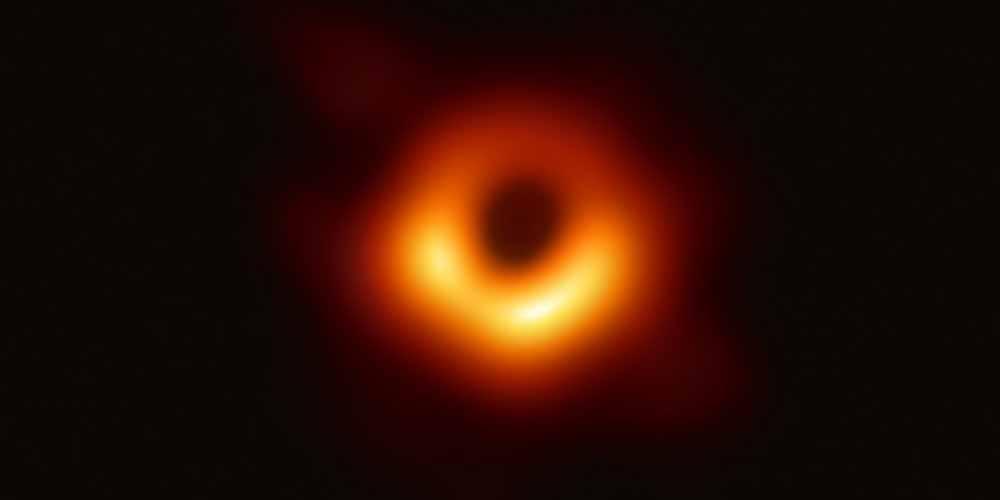 M87 il gigantesco buco nero finalmente si mostra