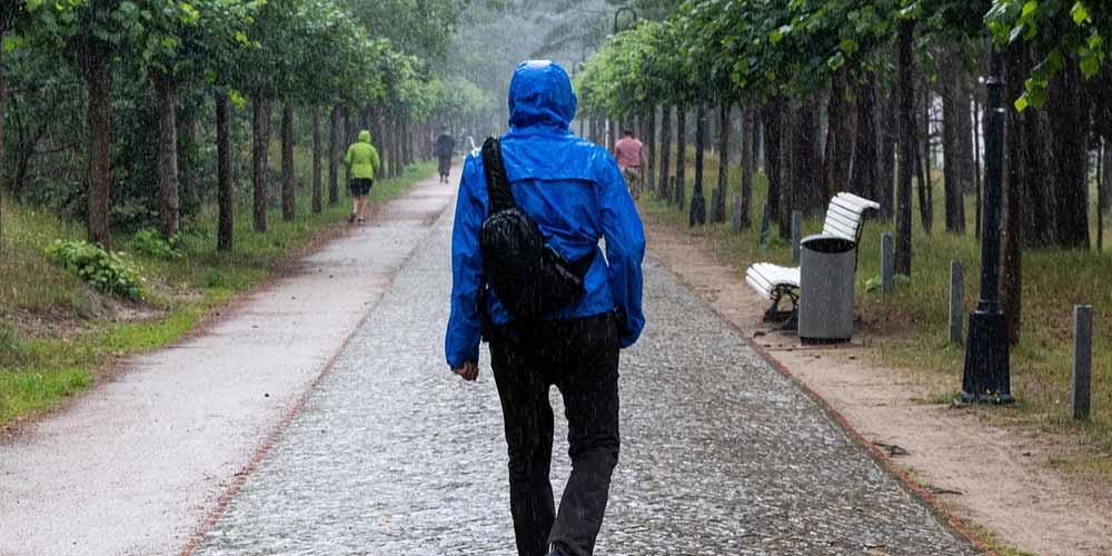 Passeggiare velocemente può evitare forme gravi di coronavirus