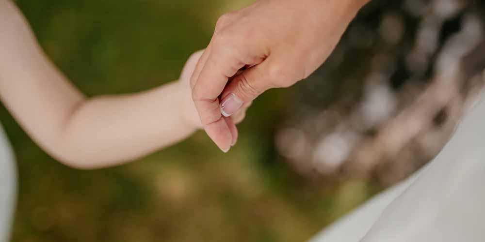 Le leggi sulla maternità surrogata in Italia