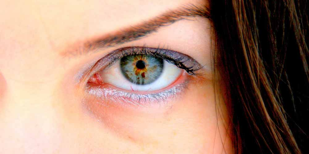 Rimedi e motivi per i quali si gonfiano gli occhi